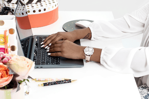 how to monetize a mom blog
